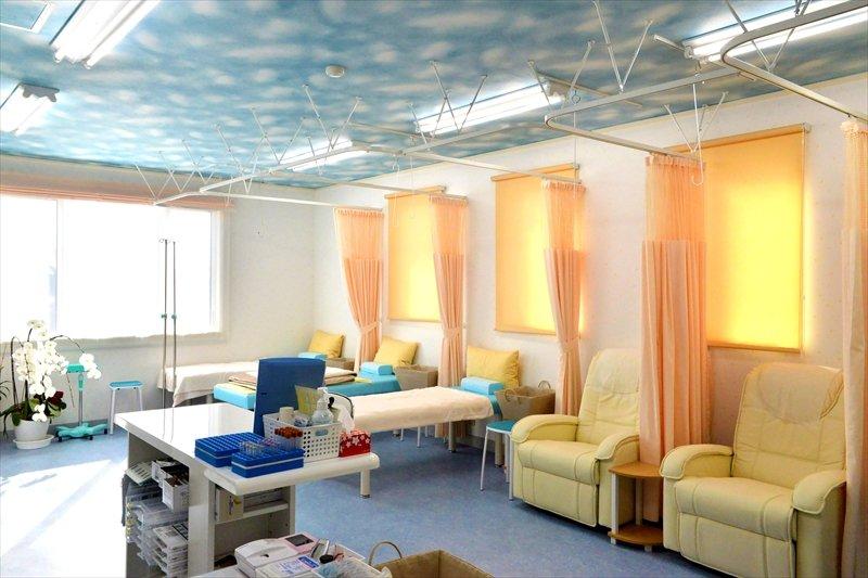 処置室も明るくアットホームな雰囲気