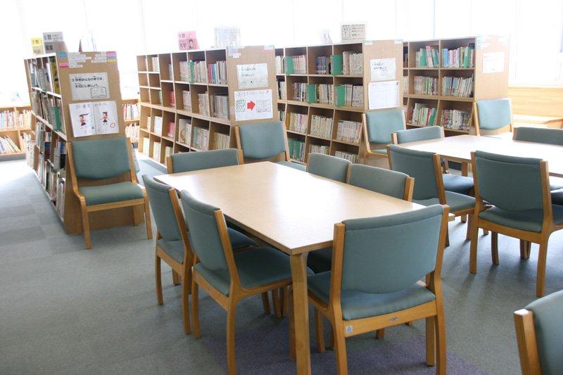 「世田谷区立八幡山小学校」図書室