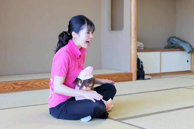 ベビーダンスを教える池田先生