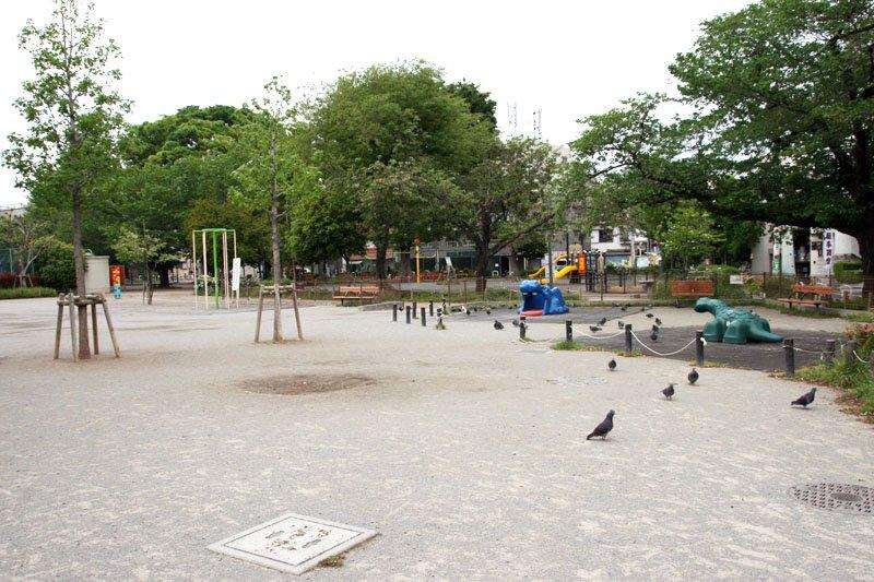 小学校近くにある「椎名町公園」