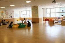 駅前のワンストップ型子育て総合施設「調布市子ども家庭支援センター すこやか」
