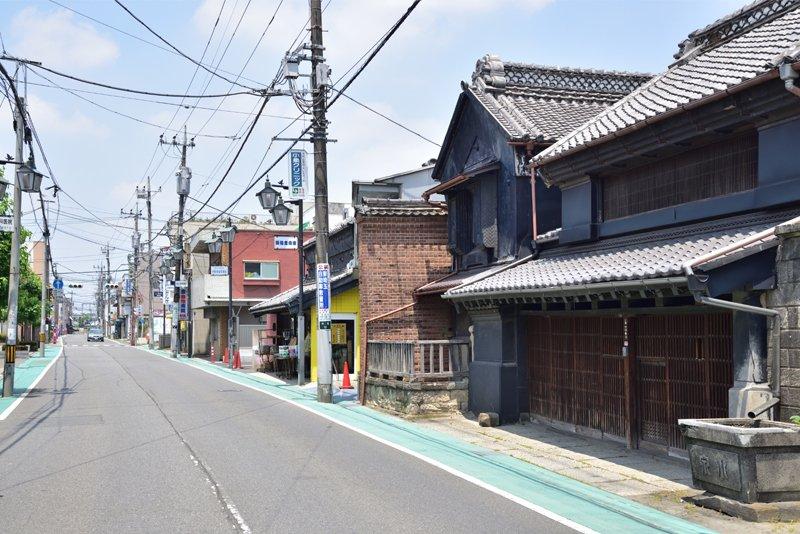 古い街並みが残る「越谷本町商店会」