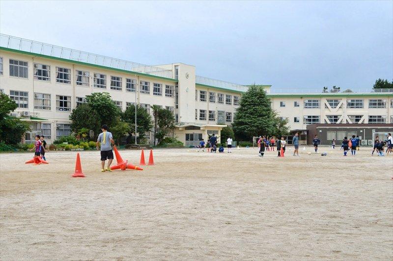 活動拠点の「船橋市立中野木小学校」校庭