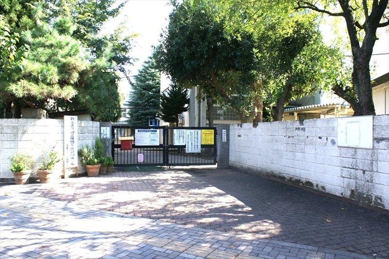 小学校の正門