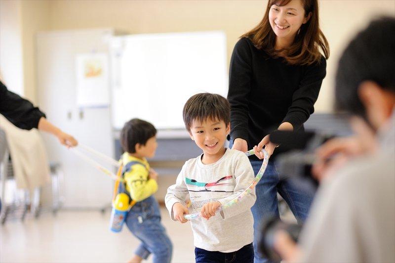 親子で一緒に遊べるリズム遊びのプログラムが多い