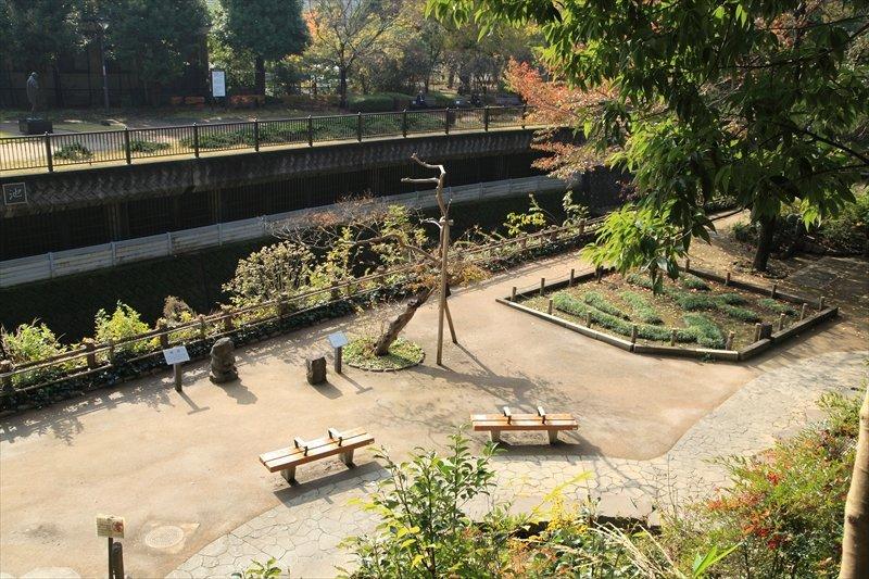 唯心庭とともに哲学的二名勝の一つ、唯物園