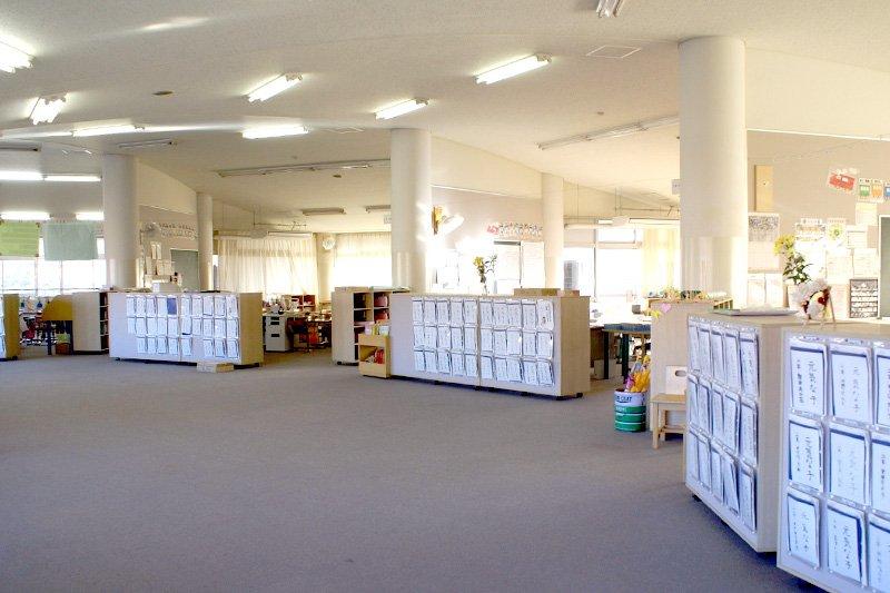 オープンスペースの形式の教室