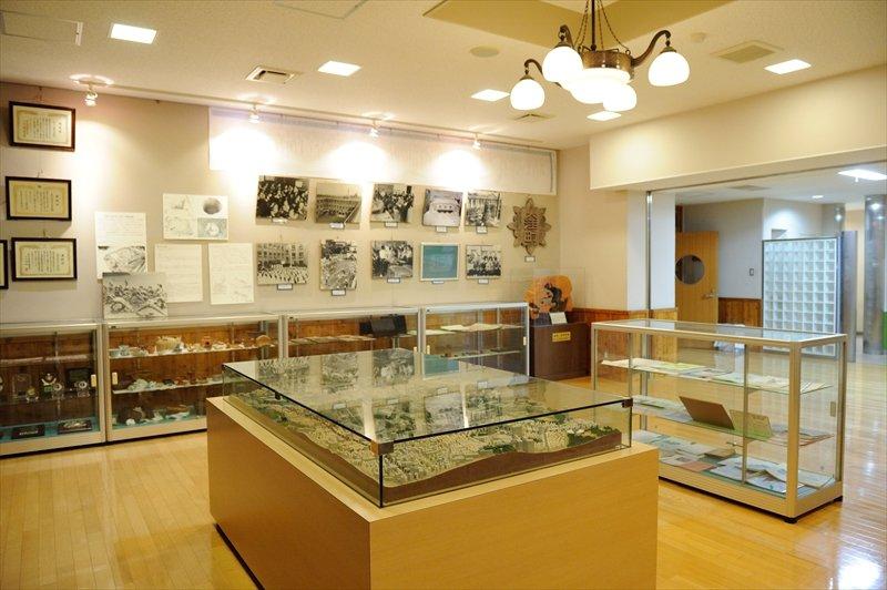 学校の歴史を紹介する教室