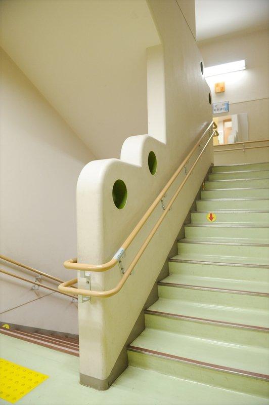 児童が「まる階段」と呼ぶ階段