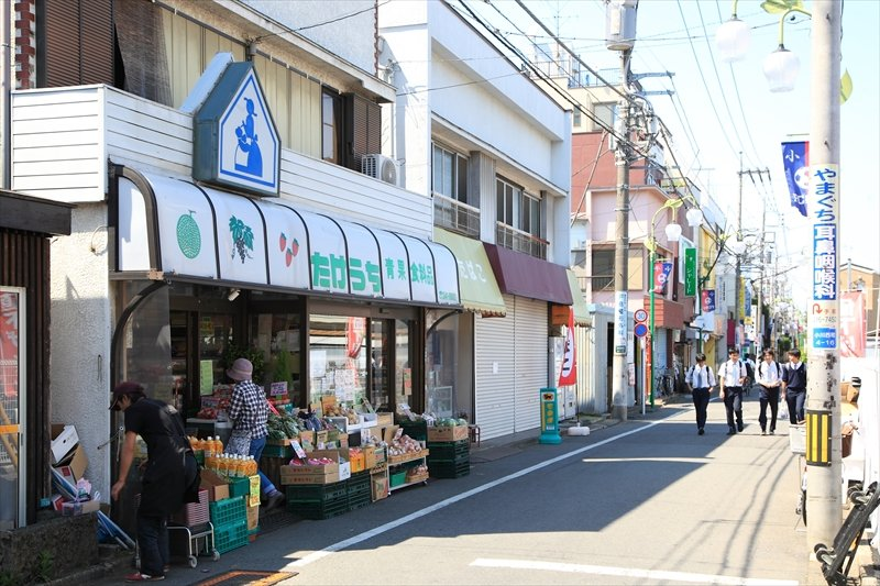 「小川」駅西口から続く商店街