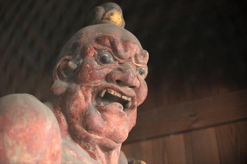 横浜市指定有形文化財の「金剛力士像(仁王像)」