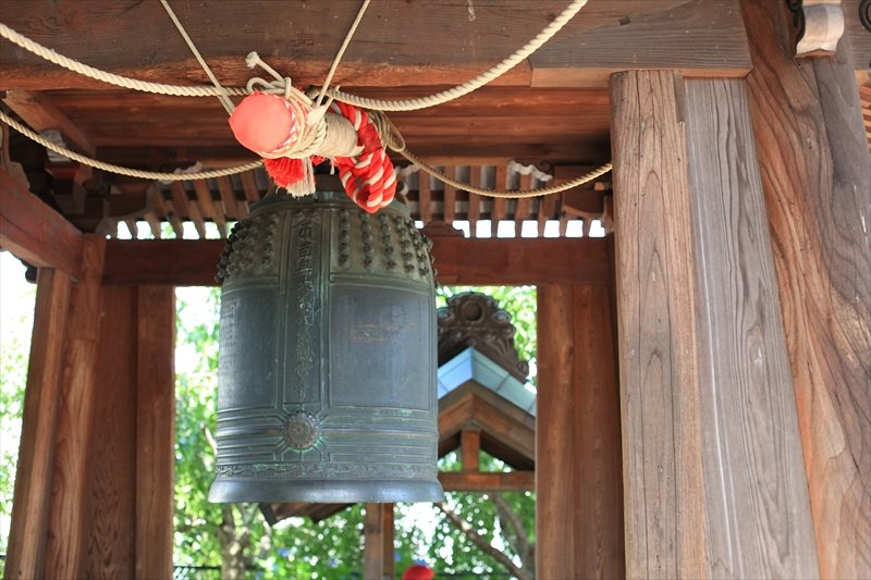 江戸時代中期に造られたとされる梵鐘と鐘楼堂