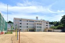 自然に囲まれ、地域の温かい眼差しに恵まれている/横須賀市立山崎小学校 校長 松山雅彦先生