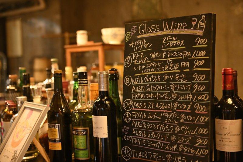 世界各地のワインも味わえる