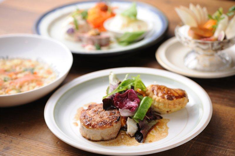 コース料理はフランスの郷土料理がメイン