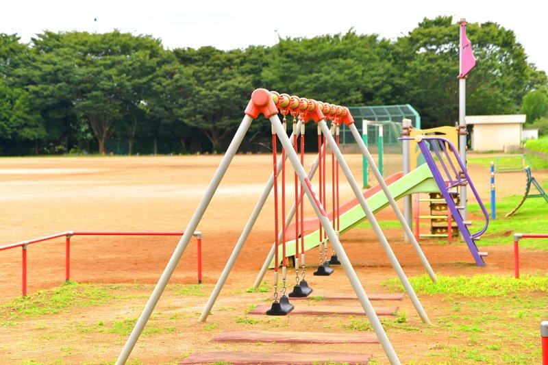 小学校のグラウンドを使って遊べる