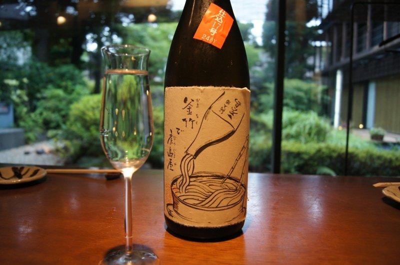 シャンパングラスに注いだ日本酒で乾杯