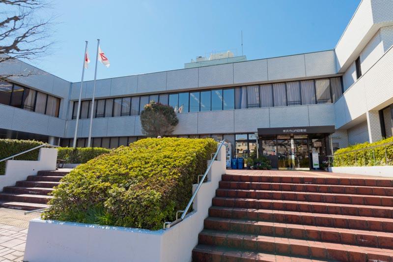 近くにある「横浜市山内図書館」