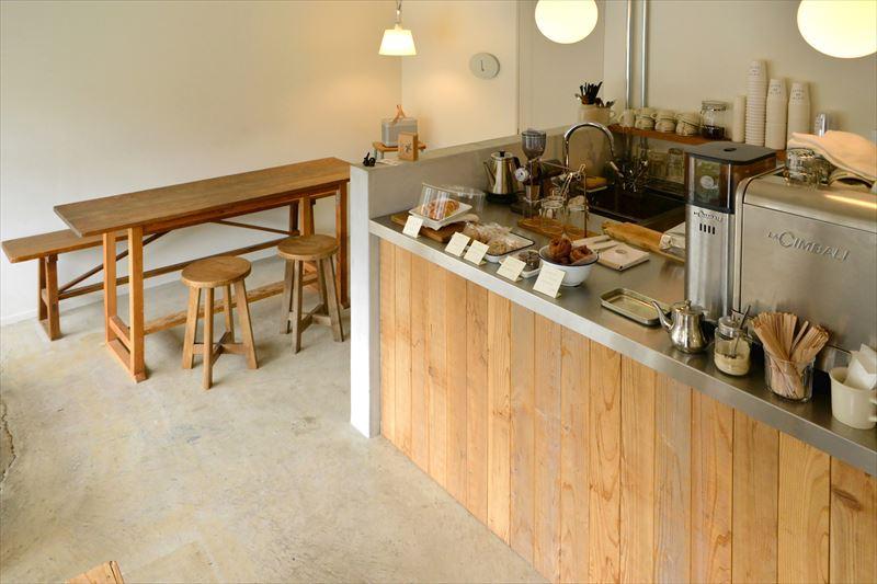 井上さんの人柄と、美味しいコーヒー、気負わずに過ごせる居心地の良い空間が魅力