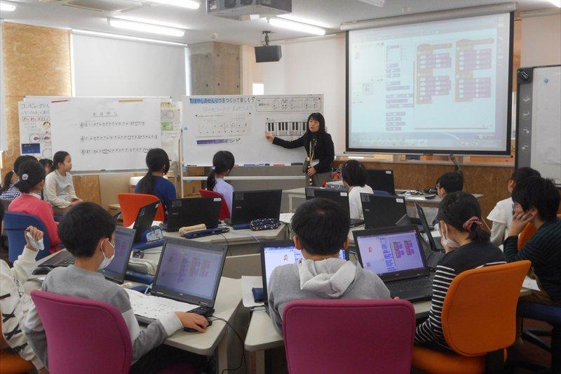 プログラミングの授業(提供:芝園小学校)
