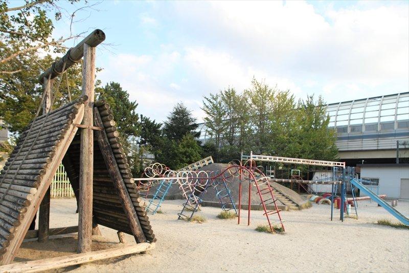 湊町小学校の遊具